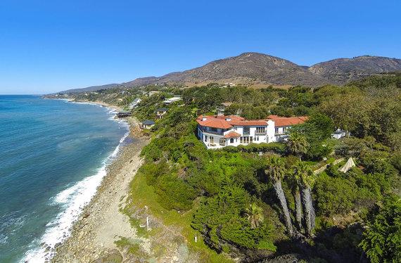 Vida Press nuotr./Cindy Crawford vila Malibu, kuri parduota už 45 mln. JAV dolerių