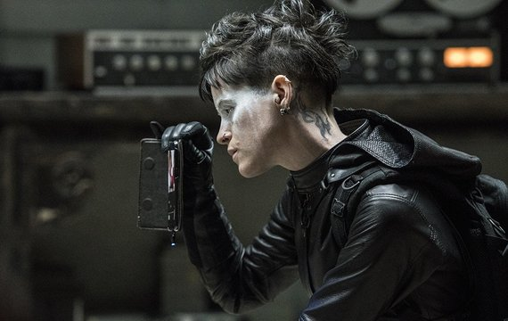 "Kadras iš filmo/Claire Foy filme ""Mergina voratinklyje"""