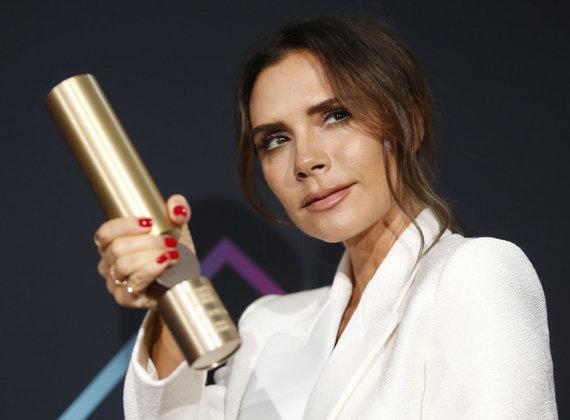 """""""Reuters""""/""""Scanpix"""" nuotr./Victoria Beckham su Mados ikonos apdovanojimu"""