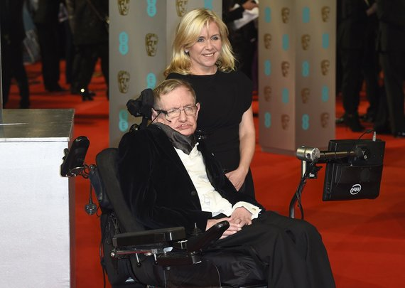 """Scanpix""/""PA Wire""/""Press Association Images"" nuotr./Stephenas Hawkingas su dukra Lucy Hawking"