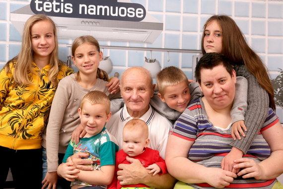 Arūno Svelnos nuotr./Vidas Antonovas su žmona Rima ir vaikais