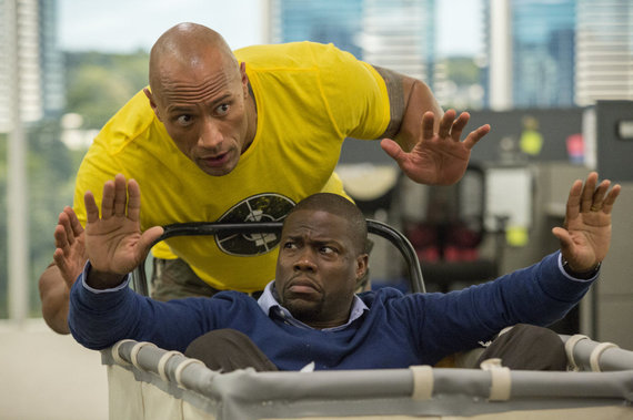 "Kadras iš filmo/Dwayne'as Johnsonas ir Kevinas Hartas komedijoje ""Central Intelligence"""