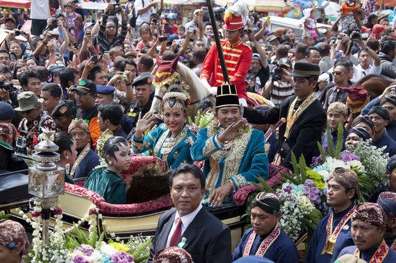 """""""Reuters""""/""""Scanpix"""" nuotr./Indonezijos princesėGusti Kanjeng Ratu Hayu ir princasNotonegoro (2013 m.)"""