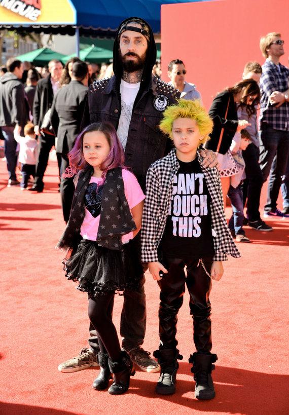 """Scanpix""/AP nuotr./Travis Barkeris su vaikais Alabama ir Landonu"