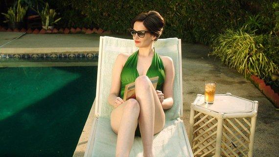 """Kadras iš filmo/Eva Green filme """"Balta paukštė pūgoje"""" (2014 m.)"""