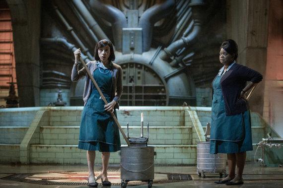 "Kadras iš filmo/Sally Hawkins ir Octavia Spencer filme ""Vandens forma"""