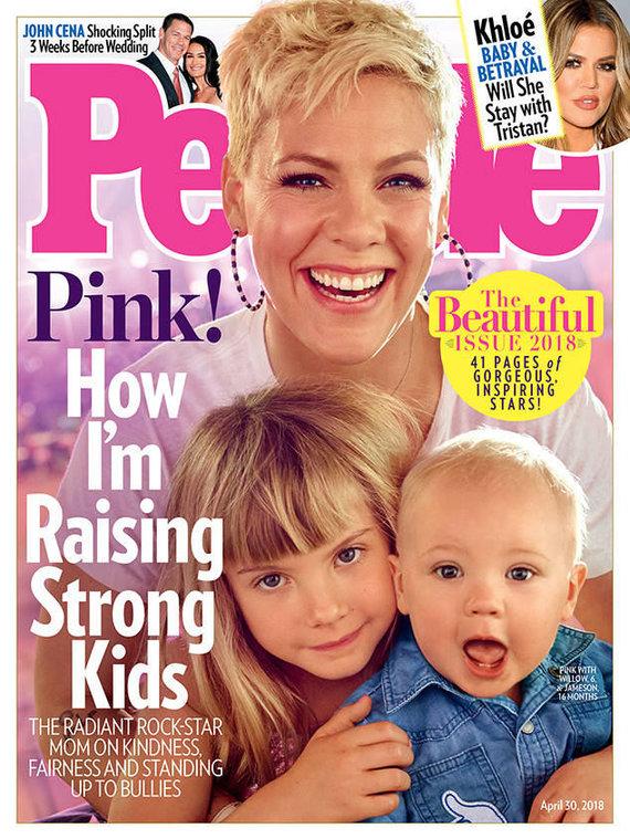 """""""People"""" viršelis/Pink su dukra Willow ir sūnumi Jamesonu"""