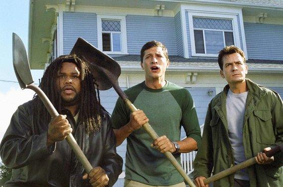 """Vida Press nuotr./Anthony Andersonas, Simonas Rexas ir Charlie Sheenas komedijoje """"Pats baisiausias filmas 3"""" (2003 m.)"""