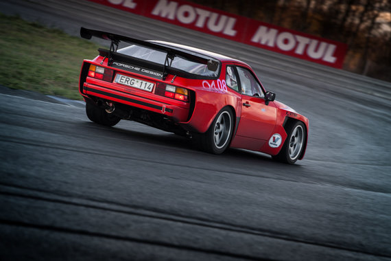 """Algirdo Venskaus nuotr./Audrius Niekis, """"Porsche 944 Turbo"""""""