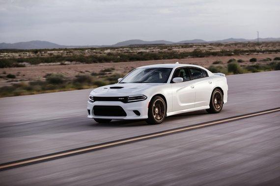 """Gamintojo nuotr./Greičiausias sedanas pasaulyje: """"Dodge Charger SRT Hellcat"""""""