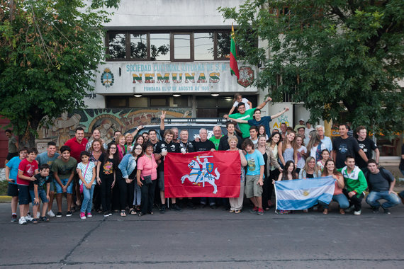 """Elijaus Kniežausko nuotr./""""General Financing  –  Autopaslauga by Pitlane"""" komandos susitikimas su Argentinos lietuviais"""
