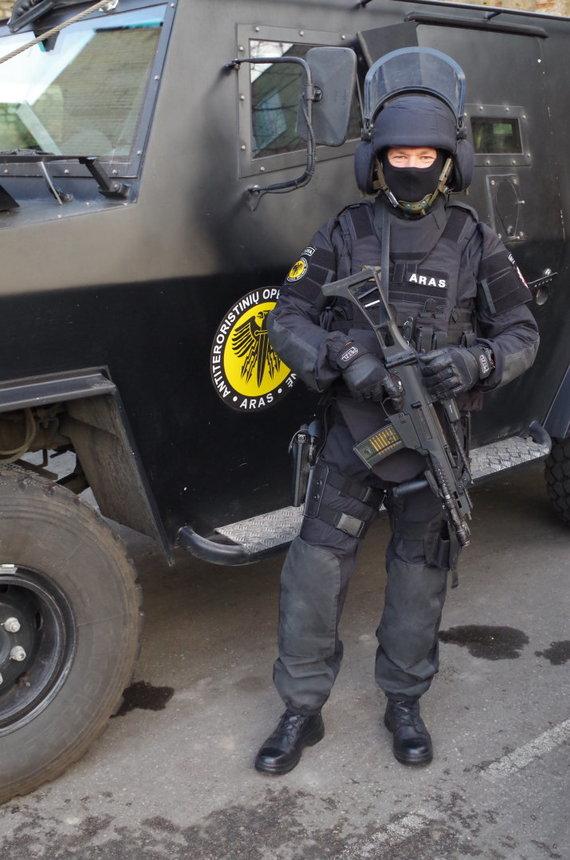 Aldonos Juozaitytės nuotr./ARAS pareigūnas Romas – motociklininkas
