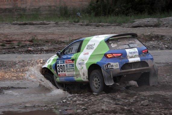 """Tomo Markelevičiaus/15min.lt nuotr./""""Agrorodeo"""" komanda penkto Dakaro etapo metu"""