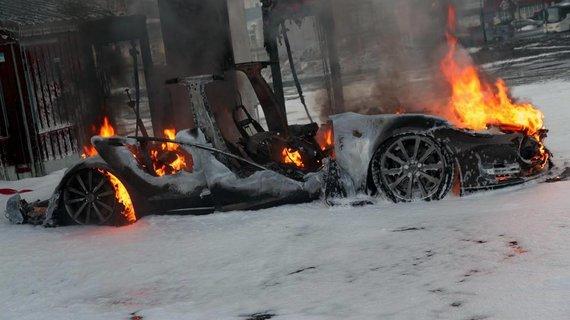 """Norvegijoje sudegė """"Tesla Model S"""""""