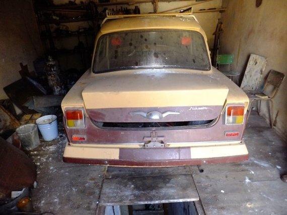 """""""Retromobile"""" nuotr./""""Mikram"""" automobilis po stovėjimo garaže 20 metų"""