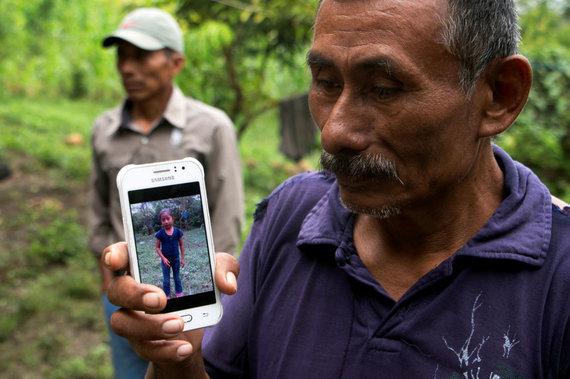 Reuters/Scanpix/Jakelinos Caal Maquinos senelis laiko mirusios anūkės nuotrauką