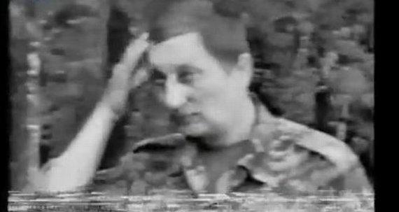"""Kadras iš """"YouTube""""/J.Maskvytis miške maišto metu."""