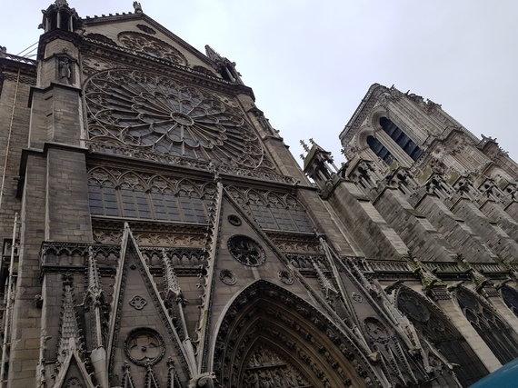 Raimundo Celencevičiaus nuotr./Paryžiaus Dievo Motinos katedros išorė, vidus ir jos vertybės