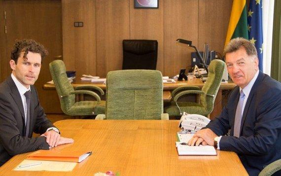 Vyriausybės kanceliarijos nuotr./Premjero susitikimas su Konkurencijos tarybos vadovu Šarūnu Keserausku