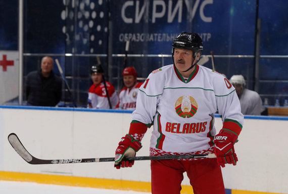 """Reuters""/""Scanpix"" nuotr./A.Lukašenka žaidė ledo ritulį"