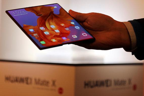 """Reuters""/""Scanpix"" nuotr./""Huawei Mate X"" telefonas"