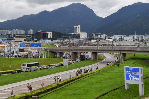 """""""Scanpix"""" nuotr./Honkonge protestuotojai blokavo kelius į oro uostą"""