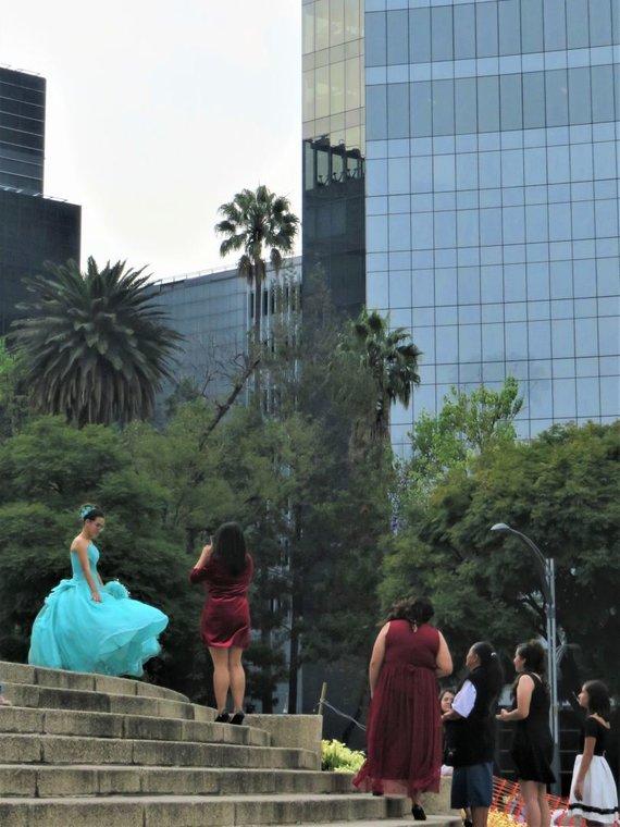 """Saulės Paltanavičiūtės nuotr./15-ojo gimtadienio šventė """"Quinceñera"""" Meksikoje turi gilias tradicijas"""