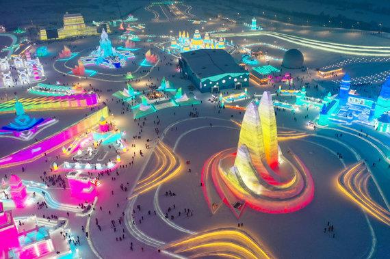 """""""Scanpix""""/""""SIPA"""" nuotr./Sniego ir ledo skulptūrų festivalis Kinijoje"""