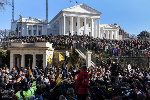 """""""Reuters""""/""""Scanpix"""" nuotr./Virdžinijos sostinėje į mitingą renkasi tūkstančiai teisės į ginklus gynėjų"""