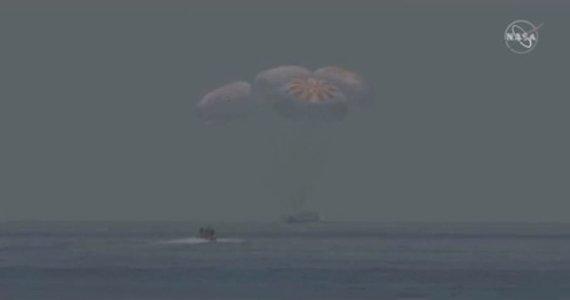 """AFP/""""Scanpix"""" nuotr./""""Crew dragon"""" nusileido Žemėje"""