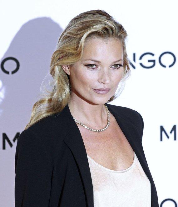 """""""Reuters""""/""""Scanpix"""" nuotr./Britų supermodelis Kate Moss, mėgstanti derinti bohemišką ir klasikinį stilius."""