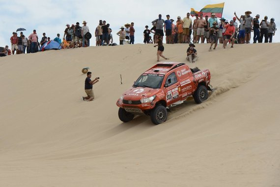 """Antano Juknevičiaus """"Facebook"""" nuotr./Gražiausi kadrai iš pirmų Dakaro ralio etapų"""