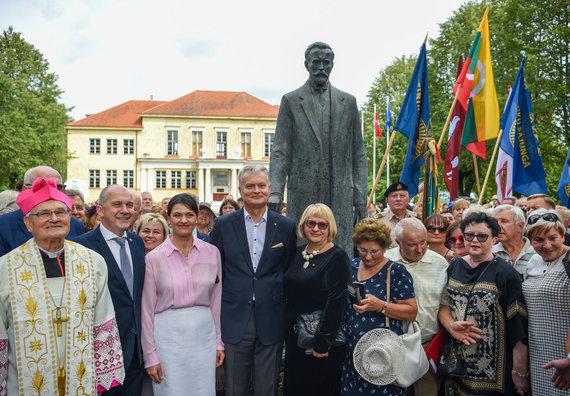 LRP.lt/Roberto Dačkaus nuotr./Paminklo A.Smetonai atidengimas Ukmergės rajone