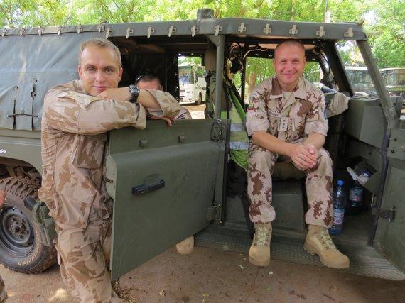Kpt. Andriaus Raziūno asmeninio archyvo nuotr./Iš ES mokymo misijos Malyje sugrįžęs Logistikos valdybos karininkas kapitonas Andrius Raziūnas