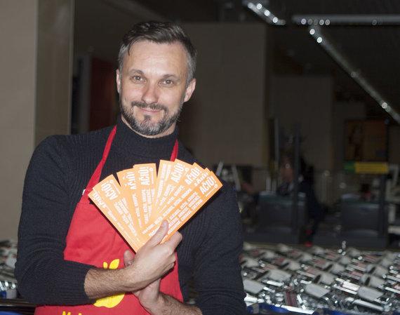 """Organizatorių nuotr. / Eimutis Kvosčiauskas """"Maisto banko"""" akcijos metu"""