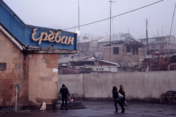 V.Samarinaitės nuotr./Jerevano autobusų stotis: eismo tvarkaraščių ar galinčių padėti nerasta.