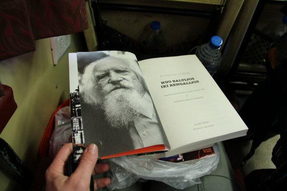 LŽS Kelionių ir pramogų klubo nuotr./A.Poškos knygos lydėjo per visą ekspediciją
