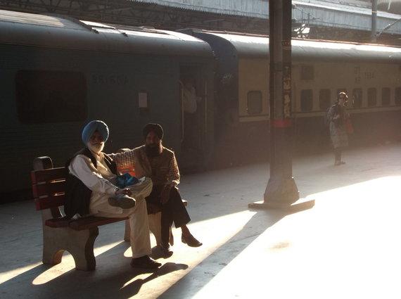 LŽS kelionių ir pramogų klubo nuotr./Sikhai laukia traukinio