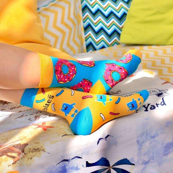 Asmeninio albumo nuotr./Vlado ir jo žmonos kurtos kojinės su spurgomis.