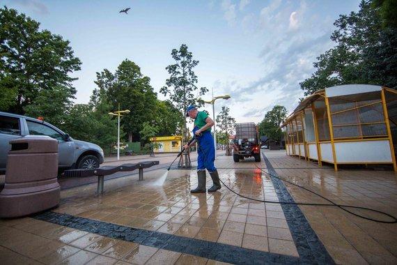 Luko Balandžio / 15min nuotr./Palangos komunalininkai darbuotis pradeda tekant saulei