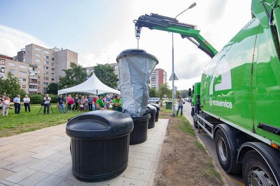 Luko Balandžio / 15min nuotr./Pristatyta pirmoji požeminių atliekų konteinerių aikštelė