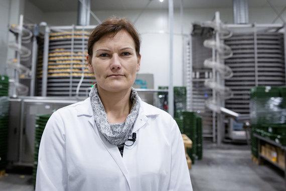 """Luko Balandžio / 15min nuotr./""""Rivonos"""" duonos kepimo cecho pamainos meistrė Vinanta Jankūnienė"""