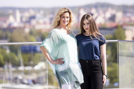 Luko Balandžio / 15min nuotr./Renata Norvilė su dukra