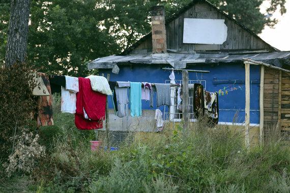 Luko Balandžio/15min.lt nuotr./Reidas čigonų tabore