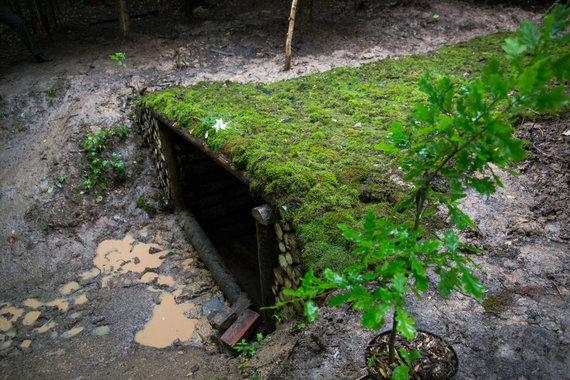 Luko Balandžio / 15min nuotr./Bunkeris atstatytas tik praėjusiais metais. Iki tol šioje vietoje buvo tik sprogimo krateris