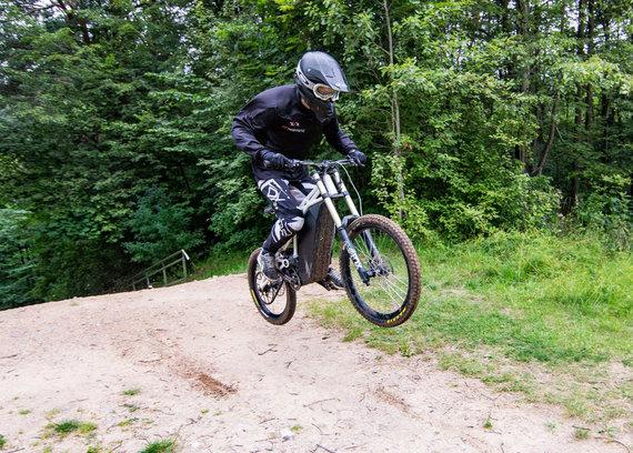 """Luko Balandžio / 15min nuotr./Elektrinio dviračio ir motociklo hibridas """"Neematic"""""""