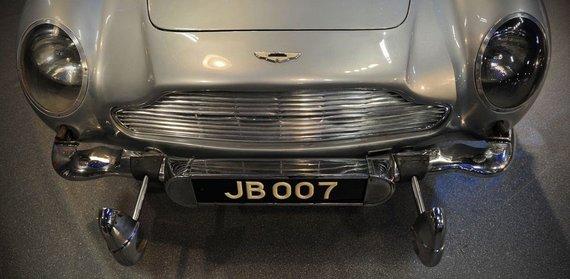 """""""Scanpix"""" nuotr./Jameso Bondo 1964 m. """"Aston Martin DB5"""" automobilis"""