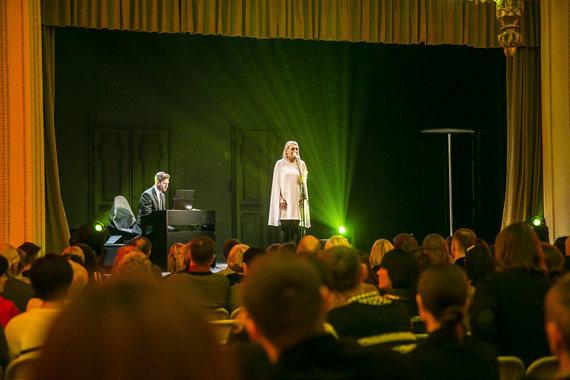 Viganto Ovadnevo/Žmonės.lt nuotr./Rūtos Ščiogolevaitės koncerto akimirka