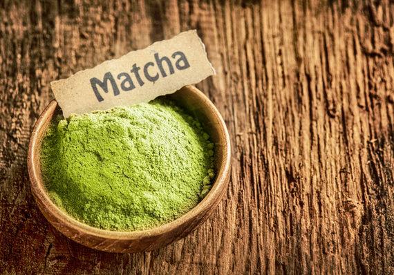 Shutterstock nuotr./Žaliosios arbatos milteliai