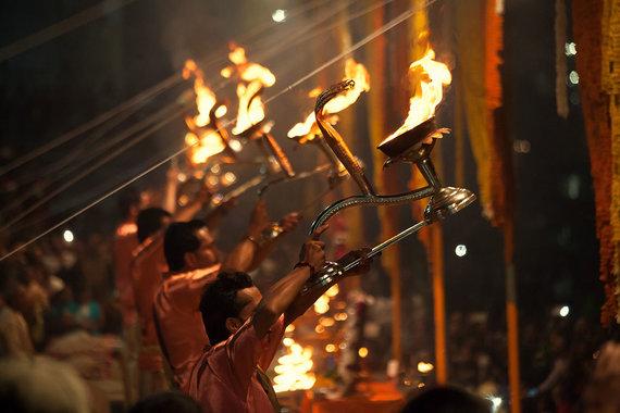 Shutterstock.com nuotr./Gango garbinimo ritualas Varanasyje